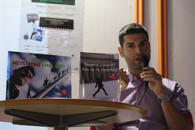 Tecnología, literatura y solidaridad, una tarde de charla para conocer a Ramón González